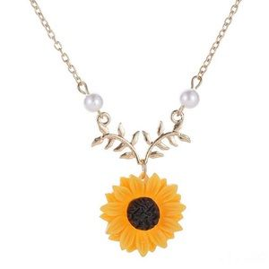 Jewelry - pearl sunflower leaf necklace daisy